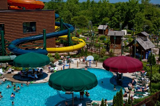 Great Wolf Lodge: Outdoor Pool and Mini Golf