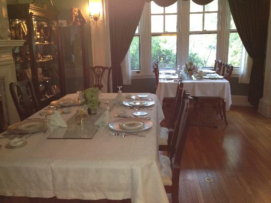 King's Cottage Bed & Breakfast: Dining Room