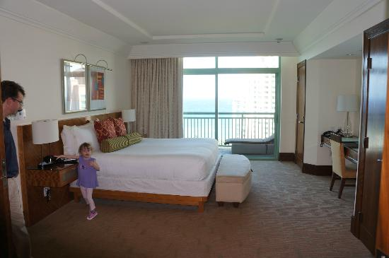 The Reef Atlantis, Autograph Collection: Bedroom of Suite