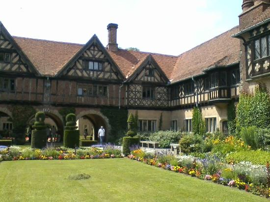The Circus Apartments : Cecilienhof in Potsdam, best day trip from Berlin (rent a bike at the main train station)