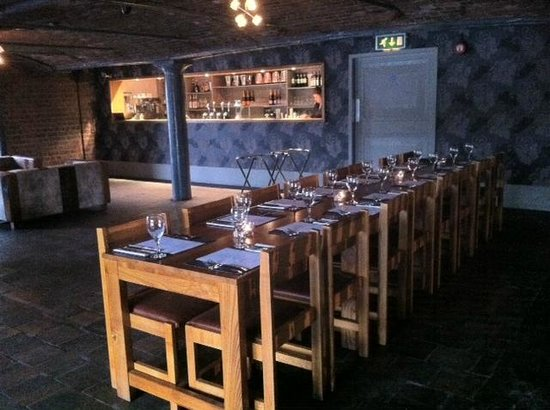 Blue Bar and Grill: Restuarant Bar area