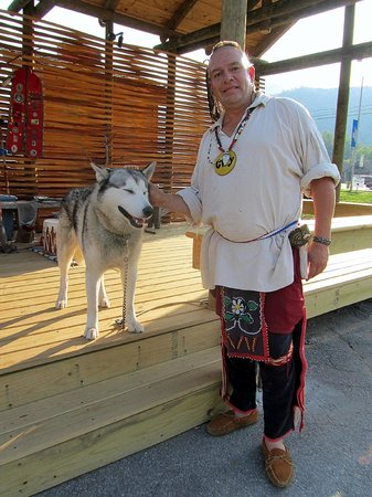 Great Smokies Inn: Local Indian & His wolf