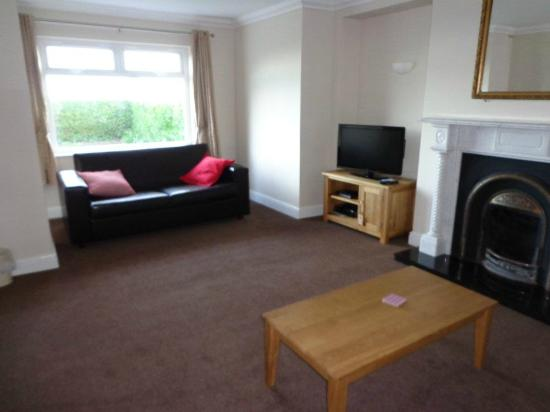 5 Strathallan Apartments: Ground Floor Lounge