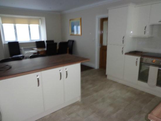 5 Strathallan Apartments: Ground Floor Kitchen/Dining
