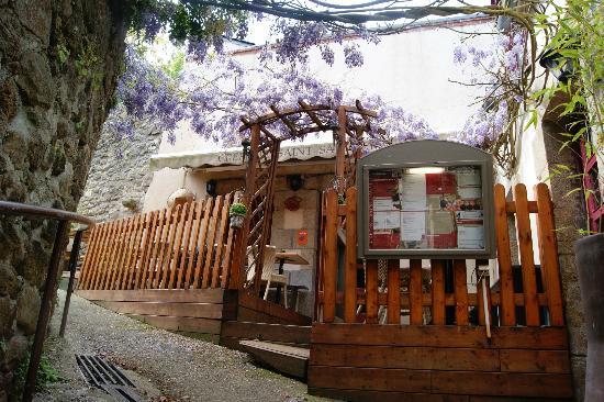 petite terrasse cosy photo de cr perie saint sauveur. Black Bedroom Furniture Sets. Home Design Ideas