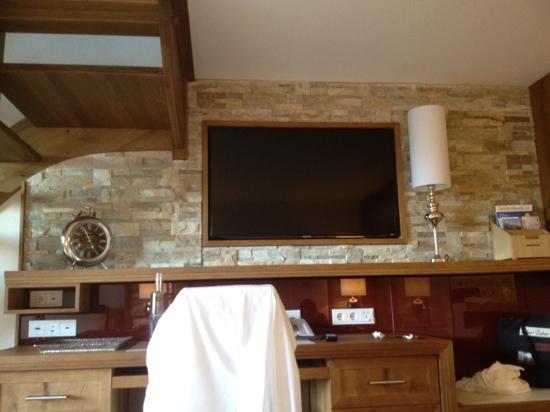 Alpenresort Schwarz : great tv in family suite