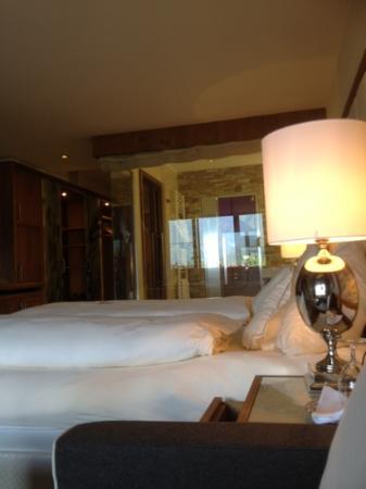 Alpenresort Schwarz : family suite bed