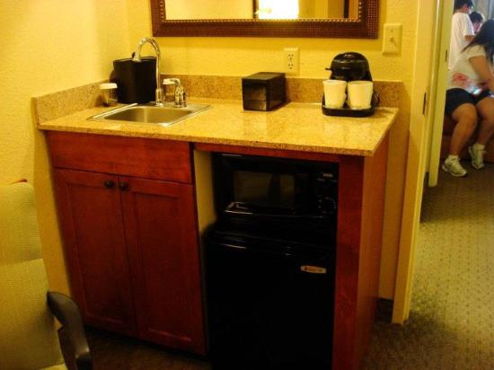 Embassy Suites by Hilton Orlando International Drive Jamaican Court: Kitchen area