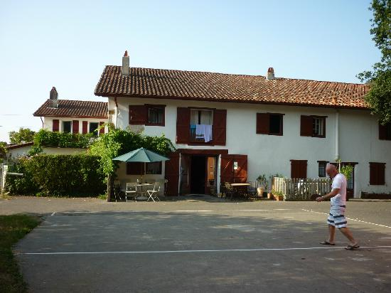 Maison arrayoa : View from the outside