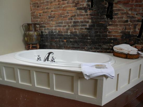 Morgan State House: A Tub to Die For!