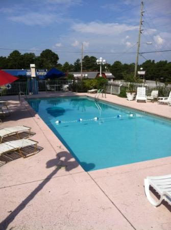Land O Nod Inn: poolside very clean