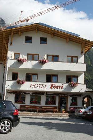 Hotel Toni: view from the car park