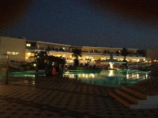 TUI MAGIC LIFE Marmari Palace by Atlantica : Bâtiment principal de nuit