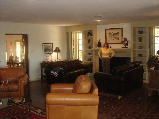 Hacienda Corona de Guevavi: Living room/study