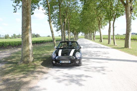 Gourmet Touring: Mini Cooper parked in front of Chateau Margaux - Pauillac