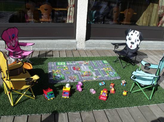 La Cachette Gourmande: Les enfants s'amusent et jouent pendant que les adultes profitent d'un moment de détente !!!!