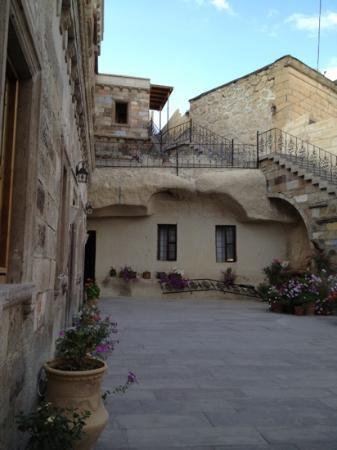 Vineyard Cave Hotel: entrada