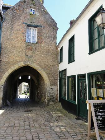 Les Remparts: la porte de Nevers