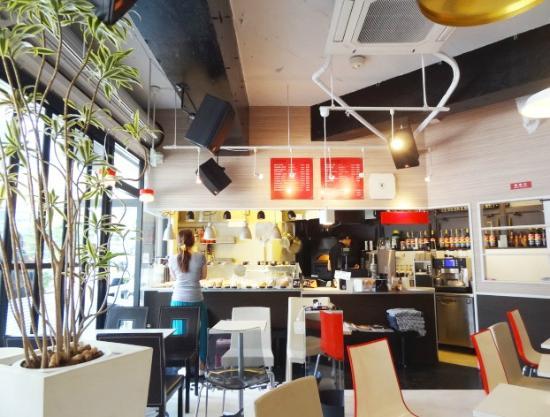 Hotel Nihonbashi Villa: Nearby SQUARE Café with delicious coffee and pizza!