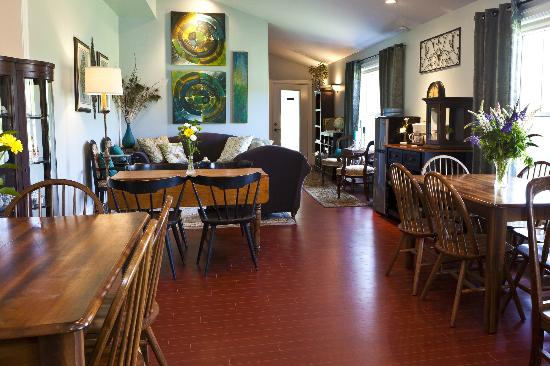 The Graham Inn: Guest Dinning Room and Lounge