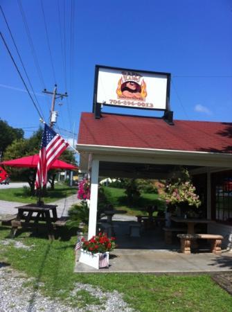 The Happy Hawg BBQ: The Happy Hawg, Hiawassee, GA