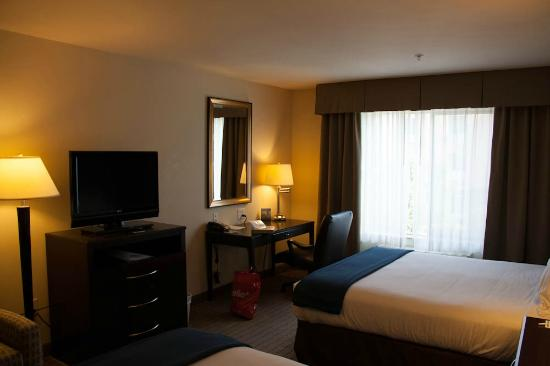Holiday Inn Express Hotel & Suites Merced: Chambre 2 lits queen