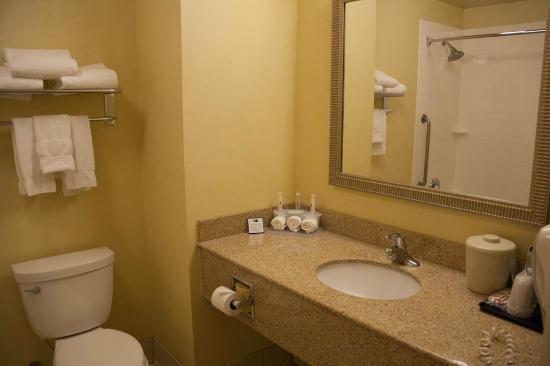 Holiday Inn Express Hotel & Suites Merced: La salle de bain