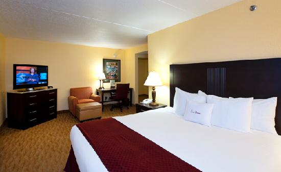 DoubleTree by Hilton Hotel Cocoa Beach Oceanfront: Executive Level King Bedroom Oceanfront, Renovated in 2012