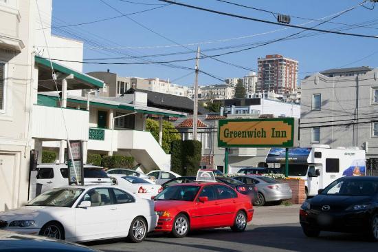 Greenwich Inn: Le parking dans la partie de l'autre côté de la rue
