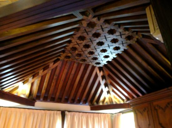 HOTEL CASA MORISCA: El artesonado de la suite (3ª planta)