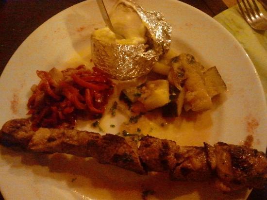 Restaurant Le May: Spiedino d'agnello con patata lessa al formaggio e peperoni