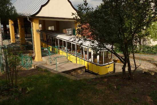 Standseilbahn Dresden: Abfahrt von der Bergstation