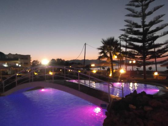 Mike Hotel & Apartments: Pool at Sunset