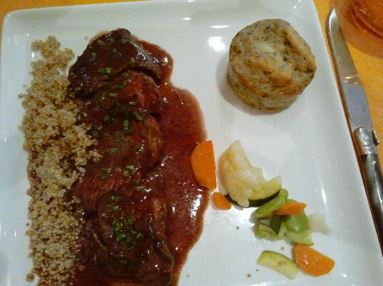 La Cassolette : Manzo con salsa e tortino di patate