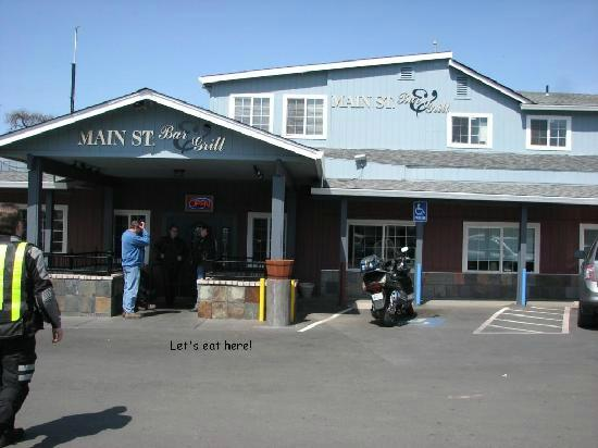 Main Street Bar & Grill: Front of restaurant
