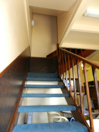 Village Family Motor Inn: Stairway