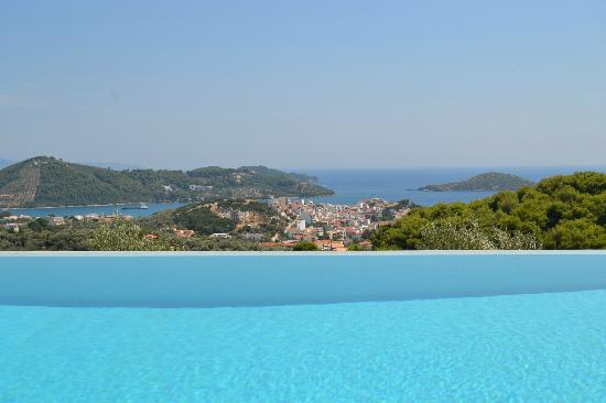 Skiathos Garden Cottages: Vista dalla piscina