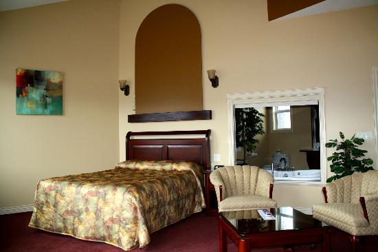 Ciliegia Villa: Main room with Queen bed and sitting area