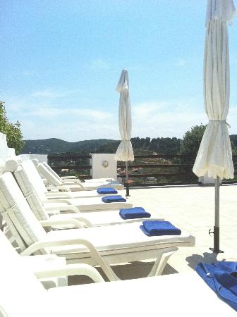 Villa Apollon Skiathos : pool area, towels provided!