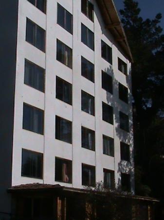 Apart Costa Azul : Vista al Hotel desde el Jardin