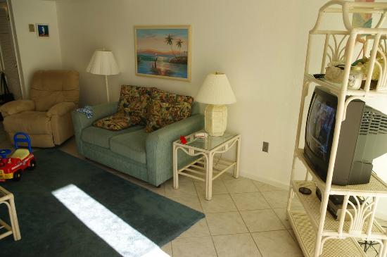 Seaspray Condominiums: Living Room