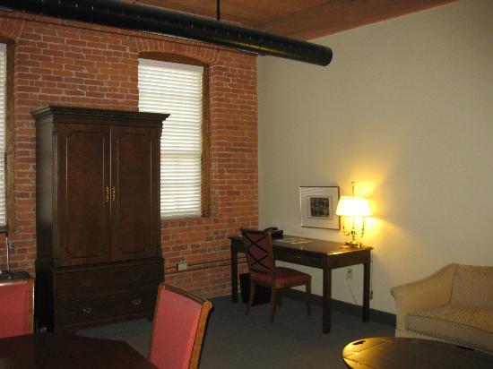Cork Factory Hotel: Habitación