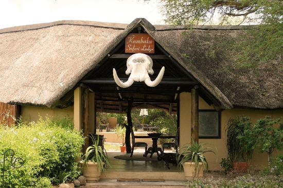 Kambaku Safari Lodge: Main entrance