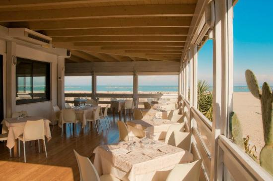 """Gastronomia La Vongola: La terrazza sul mare de """" La Vongola"""""""