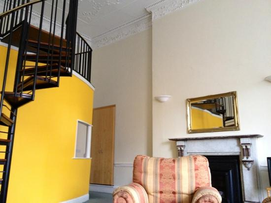 MEC Hostel: upstairs is a double bed, behind the yellow wall there's a kitchen