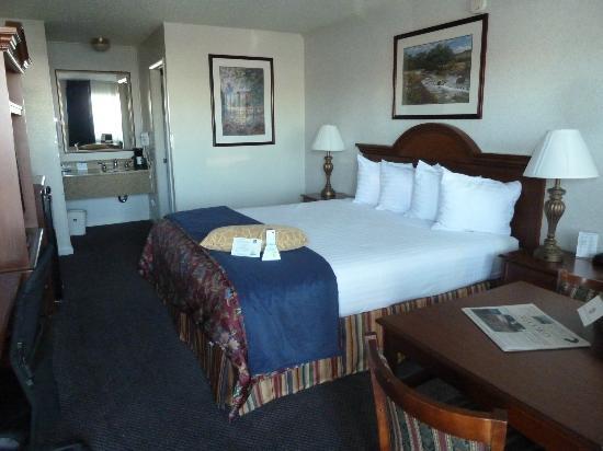 Best Western Trailside Inn: Our ground floor King room.