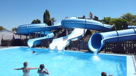 Camping Yelloh! Village Le Littoral : A great pool and slides!