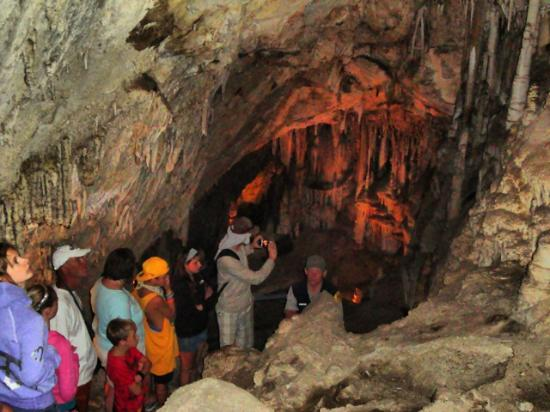 Lewis and Clark Caverns State Park: Group walking in cavern