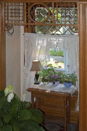 Parkview Bed and Breakfast: Suitor's window