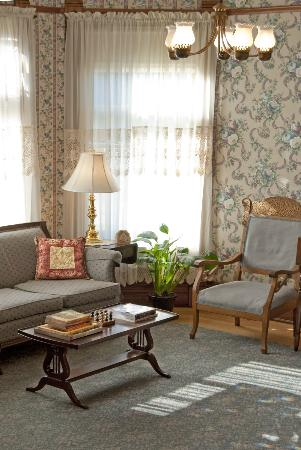 Parkview Bed and Breakfast: The Guest Parlor